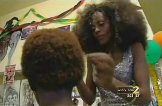 and-another-one-tsa-humiliates-woman-checking-her-afro-for-bombs