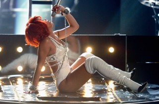 better-fashion-than-performance-for-billboard-music-awards-2011