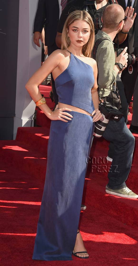 blonde-and-blue-on-the-mtv-vma-red-carpet
