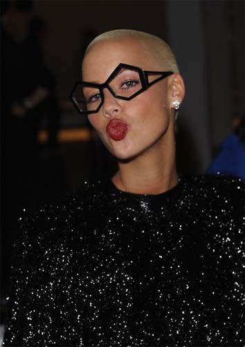 celeb-style-amber-rose-spotlights-for-ss-2011-london-fashion-week