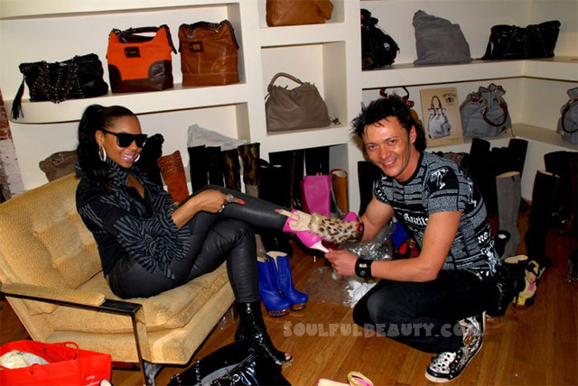 celeb-style-ashanti-once-again-shoe-shopping-with-massimo-dogana