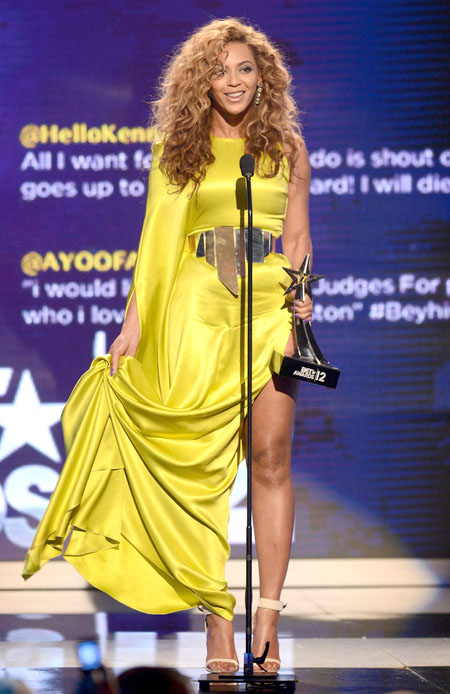 celeb-style-beyonce-in-stephane-rolland-couture-for-2012-bet-awards