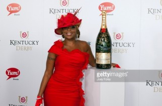 celeb-style-mary-j-blige-goes-with-the-red-rose-flow-for-kentucky-derby-2012