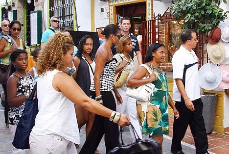 celeb-style-michelle-obama-gets-her-shop-on-in-spain