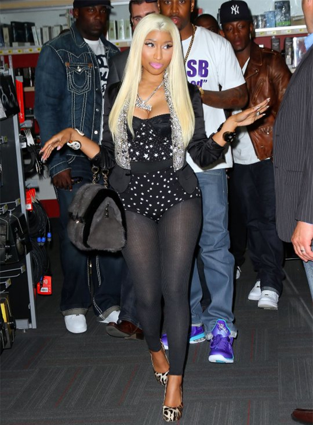 celeb-style-nicki-minaj-in-dolce-gabbana-leotards-and-miss-sicily-tote-bags