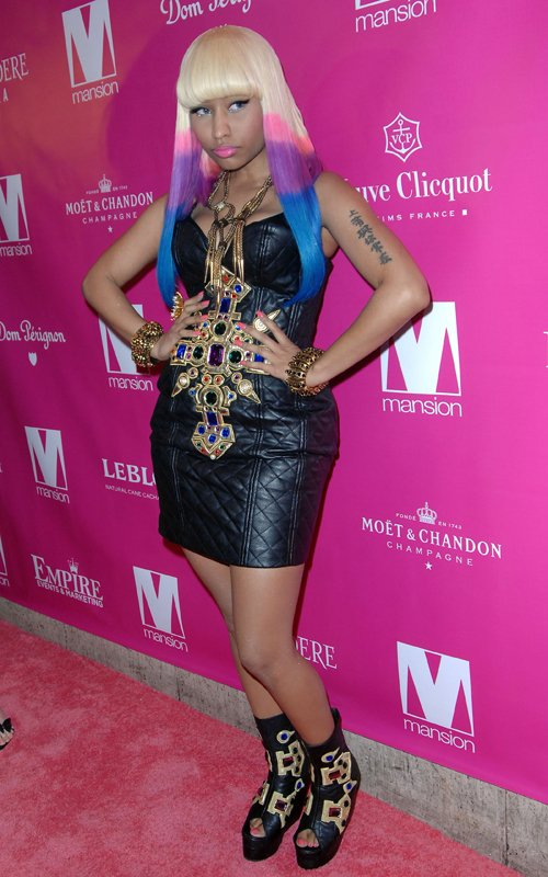 celeb-style-nicki-minajs-all-pink-everything-new-year-in-quilted-ktz