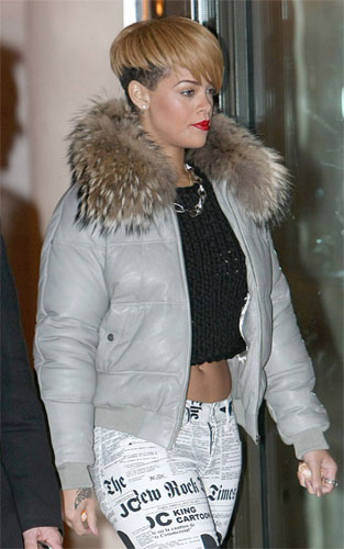 celeb-style-rihanna-all-wrapped-up-in-jcdc-news