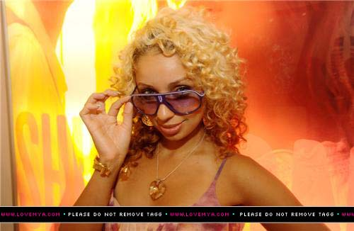 celebrity-hair-mya-goes-from-jet-black-to-blonde-locs