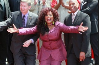 chaka-khan-glows-in-purple-for-her-star-on-hollywood-walk-of-fame