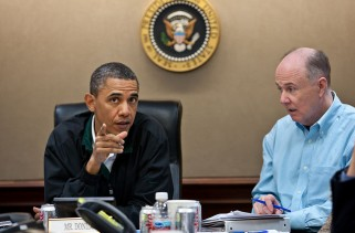 obama-rocks-a-nike-just-do-it-golf-jacket-in-the-situation-room