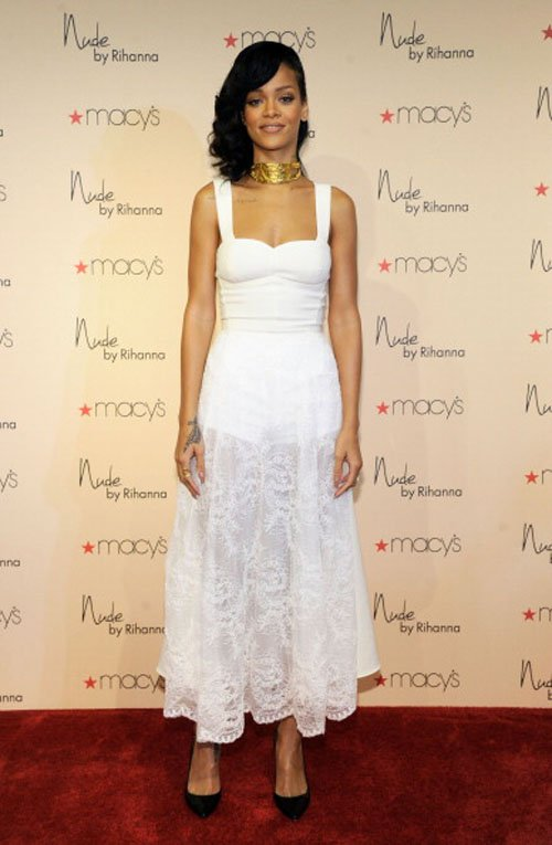 rihanna-launches-nude-fragrance-at-macys-in-nini-nguyen-and-tom-ford