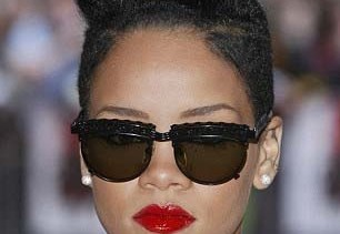 rihannas-flaming-red-hot-lipstick-sets-her-hair-on-fire