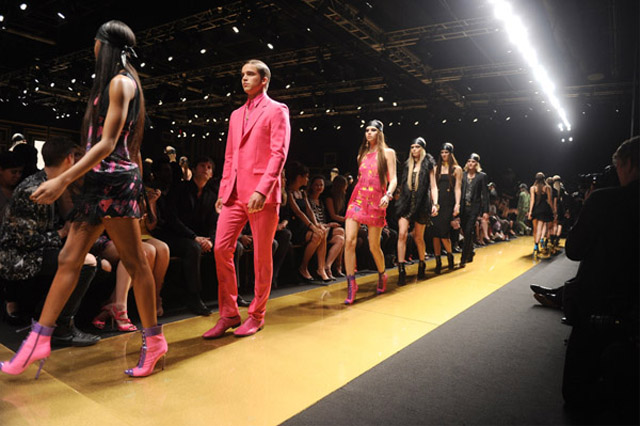 versace-for-hm-fashion-show-in-nyc-featuring-nicki-minaj-and-prince